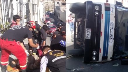 13 heridos tras voltearse una cúster en el centro de Arequipa