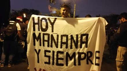 Universitario recibió el apoyo de sus hinchas con un emotivo banderazo