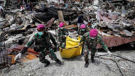 Más de mil personas siguen bajo escombros en Indonesia, alertó una ONG