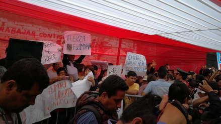Fujimoristas protestan durante ceremonia de Vizcarra