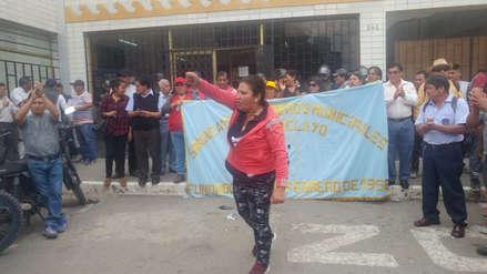 Obreros del municipio de Chiclayo realizan plantón exigiendo pago de bono