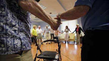 Cuidar niños y ancianos será uno de los empleos del futuro, según experta de OIT