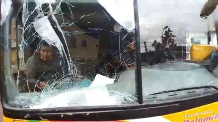 Pasajero denuncia que bus interprovincial sufrió accidente y siguió su recorrido con parabrisas y espejo rotos