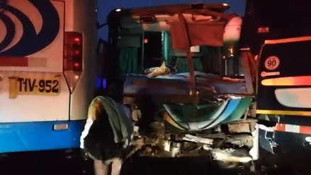 Quíntuple choque en la Panamericana Norte deja un muerto y 50 heridos