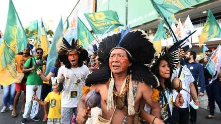 Indígenas reciben a flechazos a militares que llevaban material electoral en Brasil