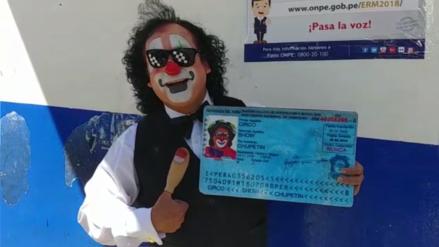 'Chupetín' acudió a votar con DNI gigante: