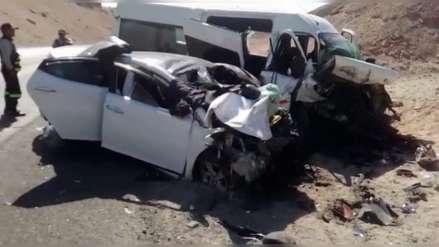 Video   Cuatro fallecidos dejó un choque entre minivan y auto en Arequipa