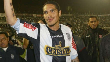 Paolo Guerrero aparece cantando canciones de Alianza Lima