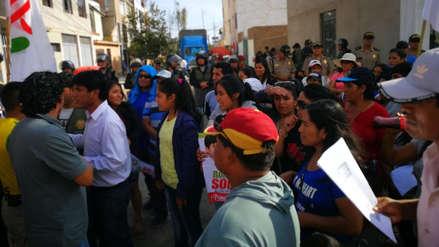 Pobladores de Virú protestan en exteriores de la ODPE Trujillo