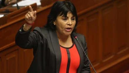 Congresista Esther Saavedra fue acusada de agredir a un periodista