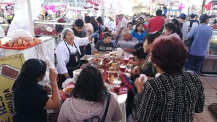 Festival del jugo y sándwich en el mercado San Camilo