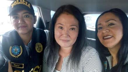La Policía investigará a agentes que aparecen en foto con Keiko Fujimori cuando era trasladada