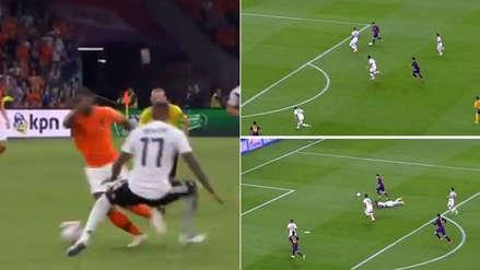 Boateng quedó en el piso tras golazo de Wijnaldum en el triunfo de Holanda ante Alemania