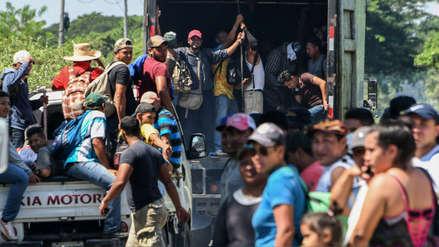 Una caravana de más de 2,000 hondureños inició éxodo a pie hacia EE.UU.