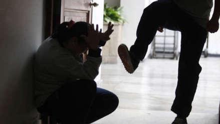 Hombre golpea salvajemente a su expareja en Chugay