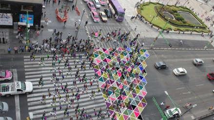 Video | Paso peatonal de colores agiliza el tránsito en el cruce más congestionado de América Latina