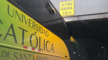 Surco | Bus quedó atorado en túnel del Óvalo Higuereta