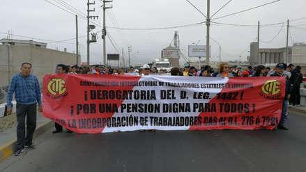Trabajadores estatales vuelven a bloquear la Panamericana Norte en Trujillo