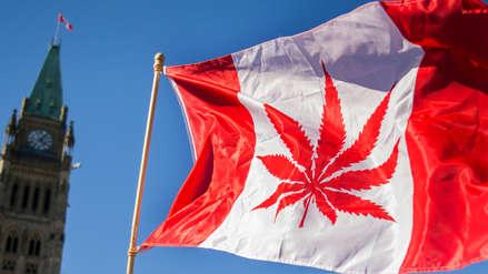 Canadá legalizó el consumo de la marihuana recreativa y personas ya hacen largas colas para comprarla