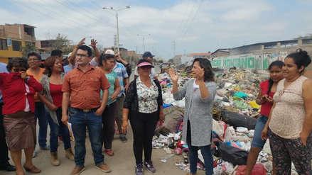 Pobladores salen a las calles cansados de tanta basura en José Leonardo Ortiz