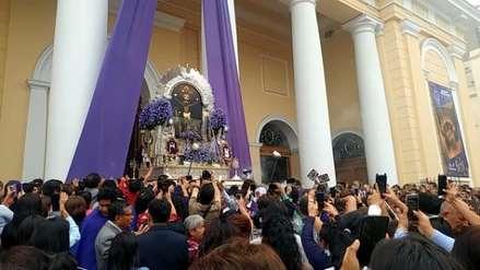 Señor de los Milagros   Miles de fieles acompañan imagen en primera procesión