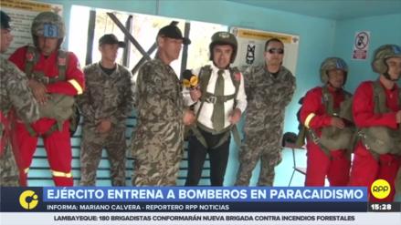 Bomberos entrenaron salto en paracaídas junto al Ejército de Perú