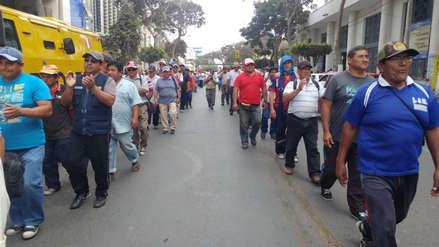 Obreros del municipio de Chiclayo marchan por pagos atrasados