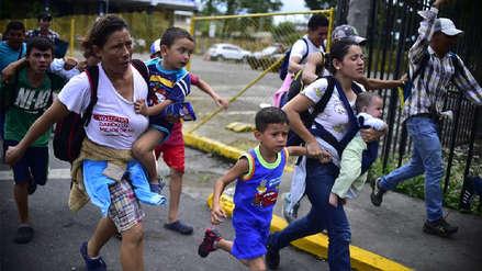México abrió su frontera a mujeres y niños de caravana migrante de hondureños