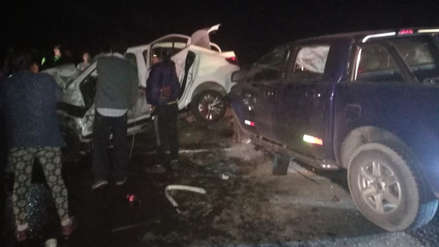 Dos muertos tras choque de bus con dos vehículos