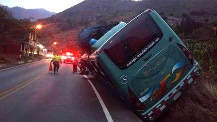 Pasajeros se salvan tras despiste de bus en Otuzco