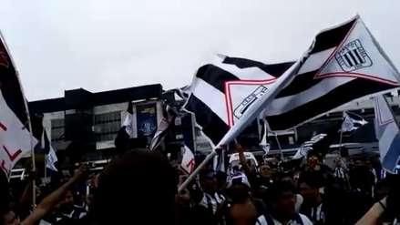 Alianza Lima vs. Melgar: hinchas íntimos realizaron un banderazo en Matute