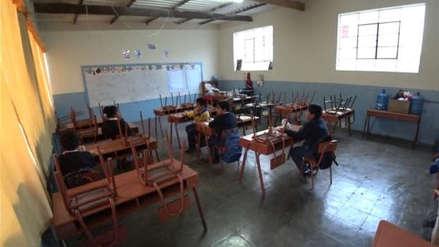 Suspenden labores escolares en Islay por paro contra Quellaveco