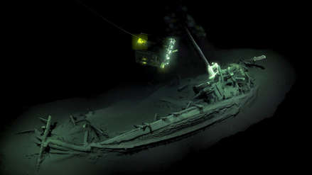 Arqueólogos hallan la embarcación intacta más antigua del mundo que naufragó hace más de 2,400 años