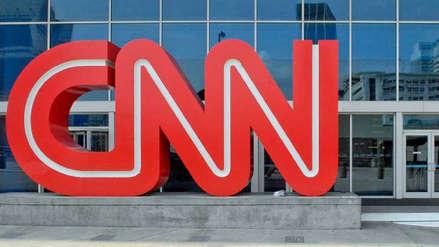 Evacúan sala de prensa de CNN en Nueva York por paquete sospechoso