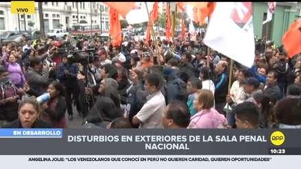 Simpatizantes y opositores de Keiko Fujimori se enfrentaron en los exteriores de la Sala Penal Nacional