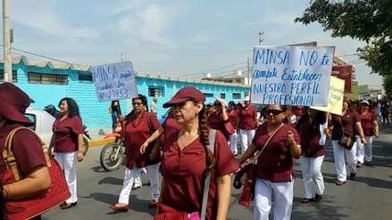 Obstetras de Lambayeque se movilizaron en defensa de profesión