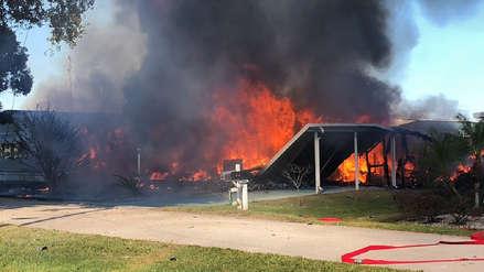 Dos personas murieron tras precipitarse un helicóptero sobre una casa en Florida