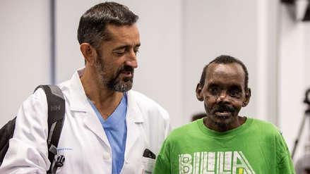 Cirujano reconstruyó el rostro y la mano de un hombre atacado por una hiena