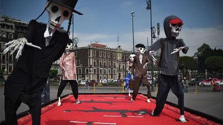 México dedica ofrendas y desfiles a migrantes por el Día de los Muertos