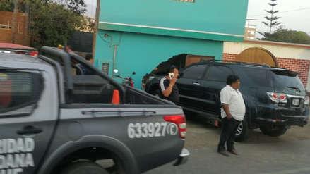 Camioneta se incrusta en fachada de vivienda en Moche