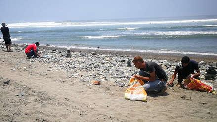 Huanchaqueros reubican piedras para que veraneantes disfruten la playa