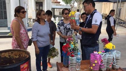 Campaña contra dengue | Recomiendan poner arena húmeda en floreros de tumbas