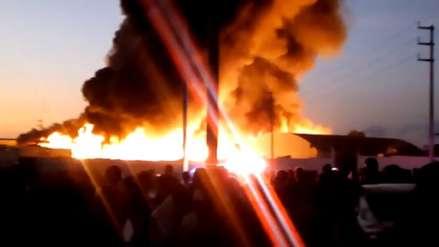 Los videos que muestran la dimensión del gran incendio en una fábrica en Pisco
