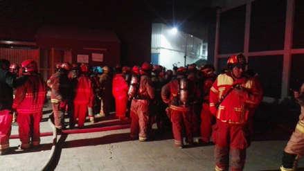 Fotos | Las imágenes del incendio que consumió una fábrica de productos de cacao en Pisco