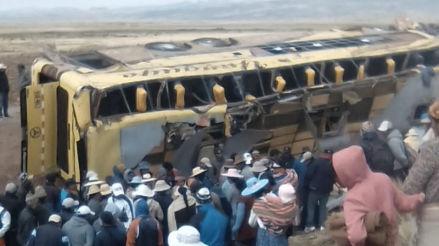 Aumentó a 20 el número de fallecidos por choque entre bus interprovincial y combi en la Carretera Binacional
