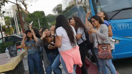 Zac Efron en Lima: Fanáticas llegaron hasta el hotel para ver a su ídolo [FOTOS Y VIDEO]