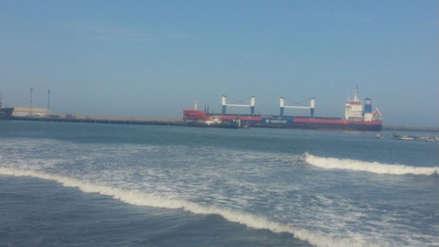 Oleaje anómalo impide a cuatro buques descargar en puerto de Salaverry