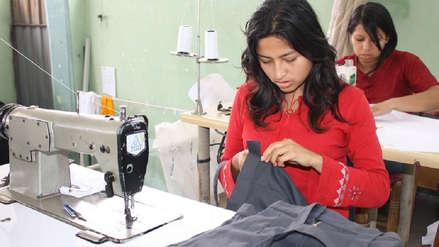 Más de la mitad de peruanas con trabajo ganan menos del salario mínimo
