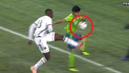 Raúl Ruidíaz: árbitro le anuló un gol por ayudarse con la mano en el Seattle vs. Portland