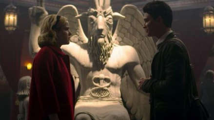 Un grupo satánico reclama $150 millones a Netflix por plagiarles una estatua
